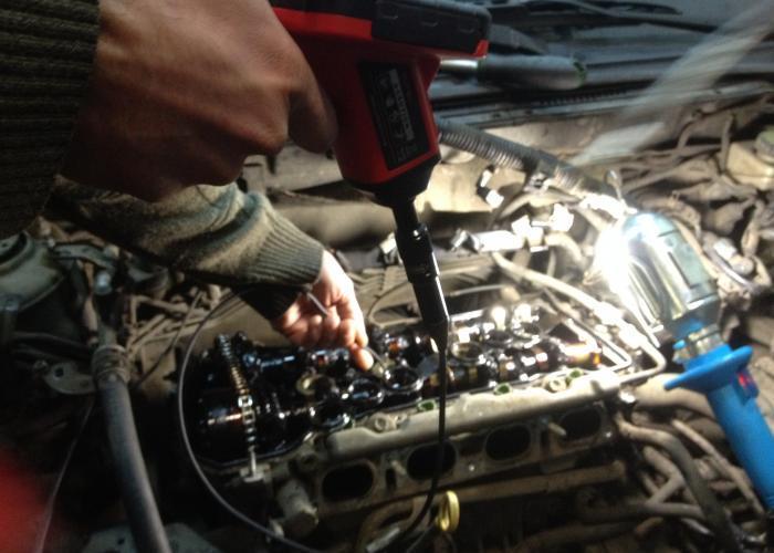 Toyota Avensis (Тойота Авенсис) 2006г.в.Проверка выработки цилиндра эндоскопом, перед снятием двигателя - Диагностика видео эндоскопом